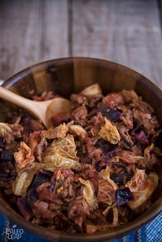Love cabbage rolls, but don't have time (or patience) to wait for them to simmer more than an hour on the stove? Grab your skillet, this recipe is for you! Meat Recipes, Paleo Recipes, Paleo Meals, Paleo Diet, Paleo Cabbage Rolls, Lamb Dinner, Low Carb Bread, Dinner Rolls, Delish
