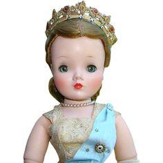 Cissy Queen Elizabeth Doll 1957 Madame Alexander 20 Inch Blond in Gold Brocade Gown Crown