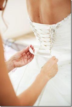 Trouwjurk Mariëtte. Lees hier haar real wedding: http://www.trouwplannen.nl/real-wedding-mark-en-mariette/