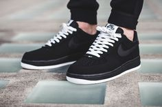 A Simple Black And White Colorway Covers This Nike Air Force 1 Low