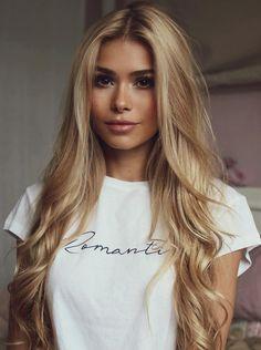 Hair Styles Hairlook Peinados Ideas For 2019 Hair Inspo, Hair Inspiration, Honey Blonde Hair, Girls With Blonde Hair, Blond Hair With Lowlights, Blonde Curls, Great Hair, Hair Dos, Gorgeous Hair