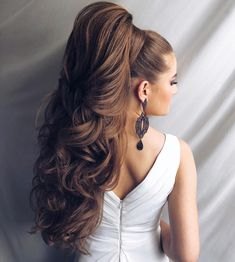 Her hair is ireal Long Ponytail Hairstyles, Long Hair Ponytail, High Ponytails, Long Curly Hair, Bride Hairstyles, Big Hair, Pretty Hairstyles, Medium Hair Styles, Curly Hair Styles