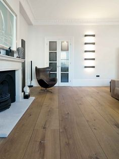 Here we showcase a a collection of perfectly minimal interior design examples for you to use as inspiration. Check out the previous post in the series: 30 Hardwood Floor Colors, Hardwood Floors, Interior Design Examples, Flooring Store, Home And Living, Interior Architecture, Home Fashion, Daily Fashion, Living Spaces