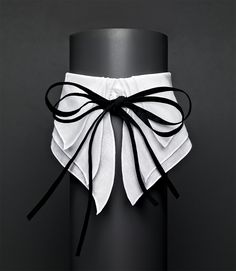The coolest alternative to diamonds and glitzy necklaces: the crisp cotton collar, brought to you by Anne Fontaine.