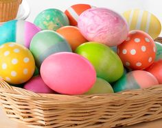 Great tips for hard boiling eggs and coloring them for Easter - from @Sandy Coughlin | Reluctant Entertainer
