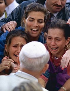 YOUNG WOMEN GREET POPE JOHN PAUL II AT WORLD YOUTH DAY IN 1993