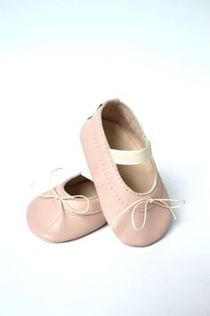 Handmade soft sole leather baby shoes / Baby girl ballet shoes / Baby girl ballet flats / Baby girl mary janes / Powder pink baby shoes /