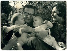 Salvador Allende and his wife in 1971 with his granddaughters. Social Policy, We Remember, Free Food, Couple Photos, Granddaughters, Maya, Birth, Presidents, Socialism