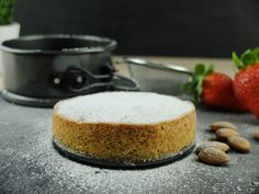 Simple Spanish Almond Cake // Easy Spanish Almond Cake (Scroll down for E . Food Blogs, Ober Und Unterhitze, Almond Cakes, Frosting, Panna Cotta, Butter, Spanish, Cheesecake, Cooking Recipes