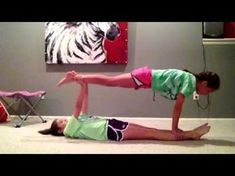Ideas Yoga Poses 2 Person Easy For 2019 Acro Yoga Poses, Partner Yoga Poses, Yoga Poses For Two, Easy Yoga Poses, Yoga Poses For Beginners, Yoga Bewegungen, Yoga Moves, Ashtanga Yoga, Kid Yoga