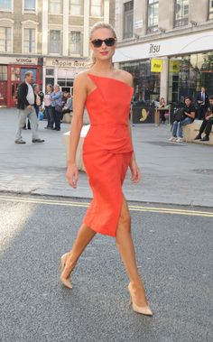 orange roland mouret + nude jimmy choos + tortoise shell shades Her Style, Cool Style, Kylie, Garner Style, Kimberley Garner, Smart Casual Outfit, Nude Pumps, Night Outfits, Well Dressed