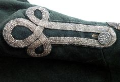 Non regulated silver epaulettes on a douanes lieutenant habit 1809. Used for pimping the uniform. The rank is shown on the collar. In later last years rank insignia from the 'normal' army was incoorperated.