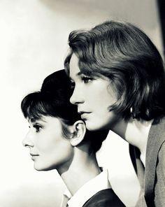 "Audrey Hepburn y Shirley MacLaine en una foto promocional de ""La Calumnia"" (The Children's Hour), 1961"