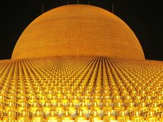 An image of The Dhammakaya Pagoda at Wat Phra Dhammakaya. Just north of Bangkok, it's the world's biggest Buddhist temple. Architecture Awards, Religious Architecture, Architecture Design, Thailand Wallpaper, Temple Thailand, Enterprise Architecture, Law Of Attraction Money, Buddhist Temple, Simple Life Hacks