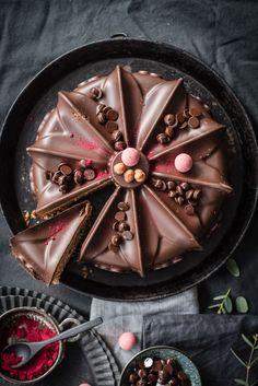 Nut Nougat Chocolate Cake by trickytine, Foodblog Stuttgart