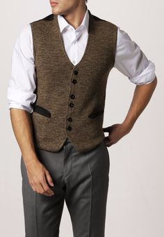 With some minor adjustments, every guy can look both stylish and professional.