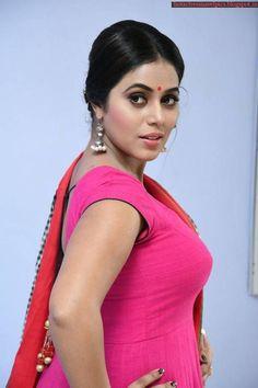 Shamna Kasim at Jayammu Nischayammu Raa Audio Launch Indian Actress Hot Pics, South Indian Actress, Indian Actresses, Hot Actresses, Beautiful Bollywood Actress, Most Beautiful Indian Actress, Beautiful Actresses, Beautiful Christina, Very Beautiful Woman