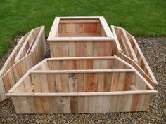 Pallet Furniture Ideas Over 40 Pallet Gardening Ideas for Spring 2017 Pallets in the Garden - Spring is here, and we've got over 40 terrific ideas for your garden out of pallets! Big or small, has spring gardening ideas for 'em all! Outdoor Projects, Garden Projects, Wood Projects, House Projects, Recycled Pallets, Wooden Pallets, 1001 Pallets, Recycled Crafts, Pallet Wood