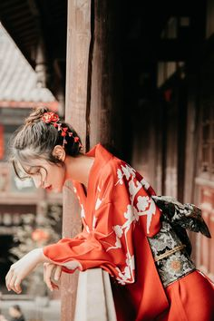 Human Poses Reference, Pose Reference Photo, Traditional Fashion, Traditional Outfits, Japanese Kimono, Japanese Girl, Photographie Portrait Inspiration, Art Japonais, Body Poses