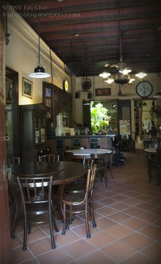 nostalgic Backyard Restaurant, Restaurant Design, Cafe Interior Design, Cafe Design, Resort Interior, Chinese Interior, British Colonial Style, Coffee Shop, Shophouse