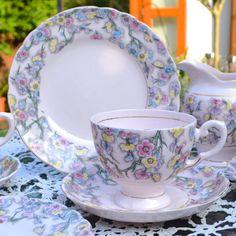 Soft Pink Chintz Toscana China Tea Set trío - taza, plato y placa - Pastel Pink Glaze Floral zaraza - fina inglesa Bone China - c1947 +
