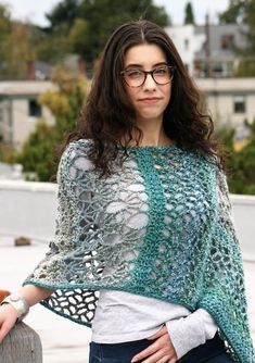 Our women's vests and learn chic quilted gilets of top, generated to keep individuals stylishly warmer on cold days. Crochet Poncho Patterns, Christmas Knitting Patterns, Crochet Scarves, Crochet Shawl, Crochet Clothes, Hand Crochet, Knit Crochet, Crochet For Beginners Blanket, Crochet Patterns For Beginners