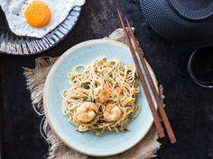 Mie Goreng mit Shrimps - gebratene Nudeln auf Indonesisch