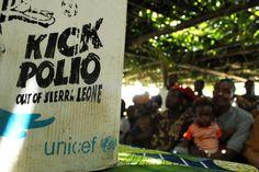 """Szczepionki przeciwko polio zostały sfinansowane przez Polaków. To rezultat naszej akcji z 2011 roku – """"Faceci ratują dzieci"""" i """"Wszytskie kolory świata"""". www.unicef.pl/pomagam © UNICEF/Z.Dulska"""