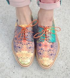 'De androgyne garderobe' aflevering 1: brogues | Rainbow coloured | Pastel paint | Shoes | Flat lace-ups | Spring tones