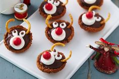 Rudolf caramel tartlet - These gorgeous Rudolph tartlets are sure to light up your foggy Christmas eves. Xmas Food, Christmas Cooking, Christmas Desserts, Christmas Treats, Fun Desserts, Christmas Recipes, Christmas Foods, Christmas Cupcakes, Christmas Eve