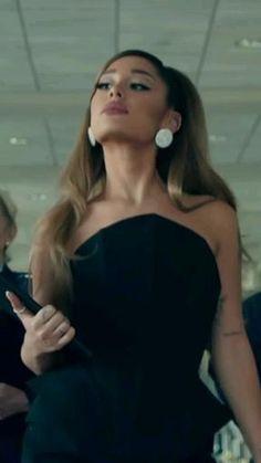 Ariana Grande Photoshoot, Ariana Grande Cute, Ariana Grande Pictures, Ariana Grande Videos, Aesthetic Movies, Aesthetic Videos, Canciones Ariana Grande, Videos Br, Adriana Grande