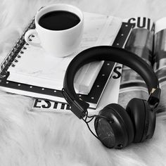 Coffee Music, Coffee And Books, Black And White Aesthetic, Music Aesthetic, Music Wallpaper, Aesthetic Wallpapers, Chill, Photography, Photography Cheat Sheets