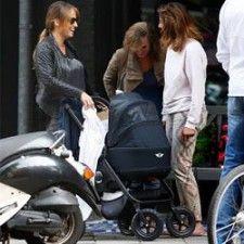 Celeb baby Ronald de Boer ligt heerlijk in #Easywalker MINI stroller | Babystuf