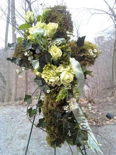 Funeral Flowers. http://www.thefuneralsource.org/tfs0022.html