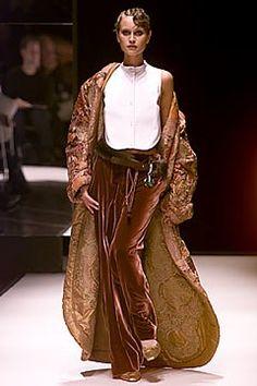 Gianfranco Ferré Fall 2000 Ready-to-Wear Collection Photos - Vogue