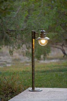 Ambiance rétro avec ce petit lampadaire