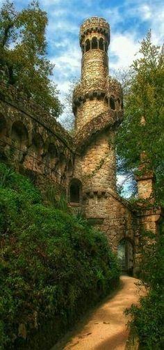 Der wahre Turm von Rapunzel- Quinta da Regaleira . Sintra Portugal