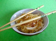 SALADE DE CHOU à la japonaise (Pour la marinade : vinaigre de riz (à défaut, utiliser du vinaigre de cidre), cassonade, sel) (Pour la vinaigrette : sauce nuoc-mân, huile neutre, sauce soja)