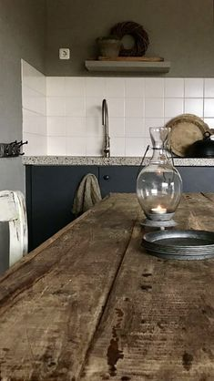 Binnenkijken landelijk sober interieur Rustic Kitchen, Kitchen Decor, Creative Home, Beautiful Kitchens, My Dream Home, Double Vanity, A Table, Sober, Sink