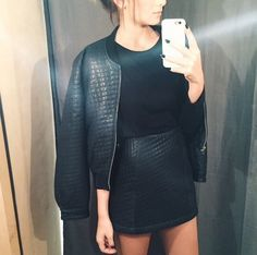Quilted veggie leather mini skirt and matching jacket worn with tucked in black T-shirt. Fashion Killa, Look Fashion, Womens Fashion, Fall Fashion, High Fashion, Vogue, All Black Outfit, Dressed To Kill, Passion For Fashion