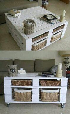 Personnaliser une table basse en palette avec de la peinture blanche http://www.homelisty.com/customiser-meubles-palette/