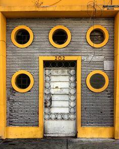 #door #doors #doorsofinstagram #doorsandwindows_greatshots #doorseverywhere #facade #structure #perspective#art #arch #architecture #architecturephotography #archilovers #mexico #cdmx #church #portrait #doortraits #travel #exploremexico