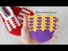 Çeyizlik Tığ İşi Kolay İki Renkli Desenli Patik Yapımı / Two Colors Very Easy Crocheting Slippers - YouTube Slippers, Pot Holders, Socks, Youtube, Fuzzy Slippers, Shoes, Slippers Crochet, Tejidos, Tunisian Crochet