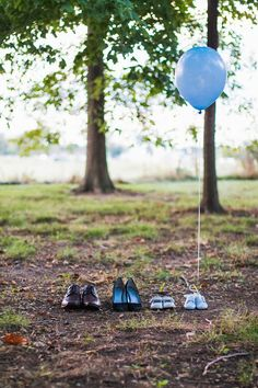 Super cute gender reveal photo.