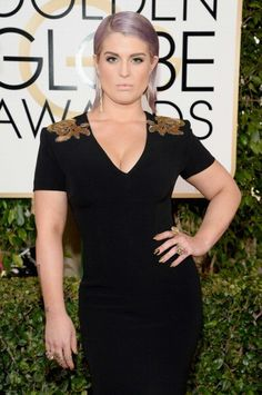 Kelly Osbourne attended the 2014 Golden Globe Awards wearing H.Stern Ancient America earrings and several rings from different collections.