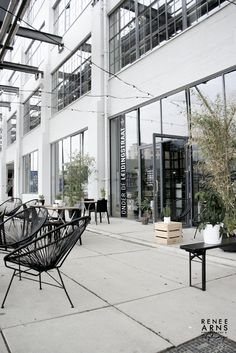 Onder de Leidingstraat, a deli and cafe in the hip Strijp-S district of Eindhoven in the Netherlands. Bakery Interior, Retail Interior, Interior Design, Industrial Coffee Shop, Café Bar, Outside Living, Amazing Spaces, Eindhoven, Shop Interiors