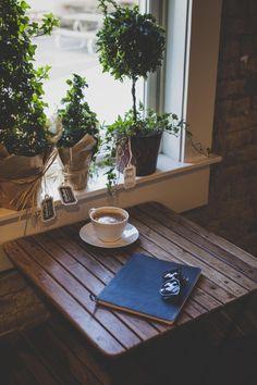 55 Awesome Small Coffee Shop Interior Design 47 - Home & Decor Small Coffee Shop, I Love Coffee, Coffee Break, My Coffee, Morning Coffee, Irish Coffee, Blended Coffee, Espresso Coffee, Café Latte