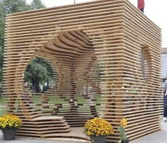 """Pergola """"Hegemonikon"""" is een ontwerp van Christina Zeibak en Daphne Dow, winnaars van de Sukkahville Design Competition 2012. Voor meer foto's en werktekening zie site Archdaily en zoek op Hegemonikon. Ook voor andere bijzondere pergola's."""