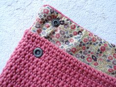 Pochette Crochet et Liberty, tutorial inside !    ❥Teresa Restegui http://www.pinterest.com/teretegui/ ❥