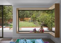 Glass to glass corner windows - Ultimate contemporary look - IDSystems House Extension Design, Glass Extension, Corner Window Seats, Corner Windows, Corner Bifold Doors, Bay Windows, Open Plan Kitchen Living Room, Open Plan Living, House Windows